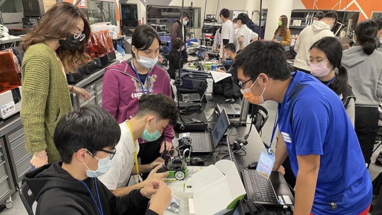 AI4Kids Taiwan participants working on robotics.